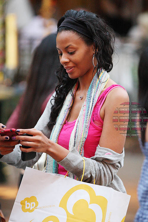 EXCL vanessa simmons 240809