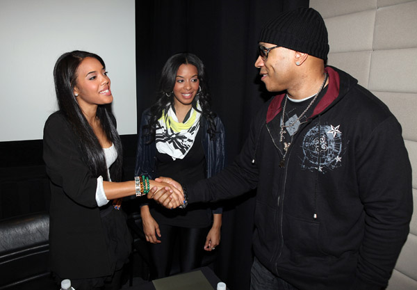 Vanessa and Angela Simmons with LL Cool J at Globalgrind.com Press Conference