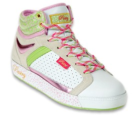 Finally a new hi top fab cookie release by Pastry Shoes. This time it's the Fab Cookie Mint Strawberry shoe that can be exclusively bought at the Finish