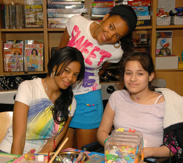 vanessa-and-angela-at-childrens-hospital-la-01