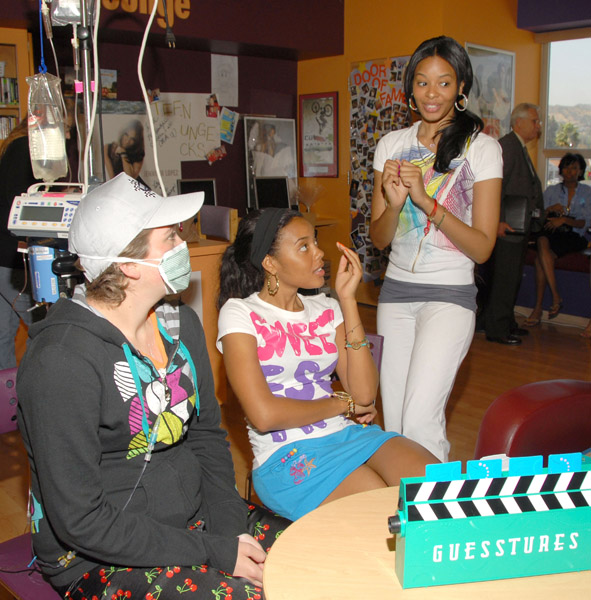 vanessa-and-angela-at-childrens-hospital-la-02