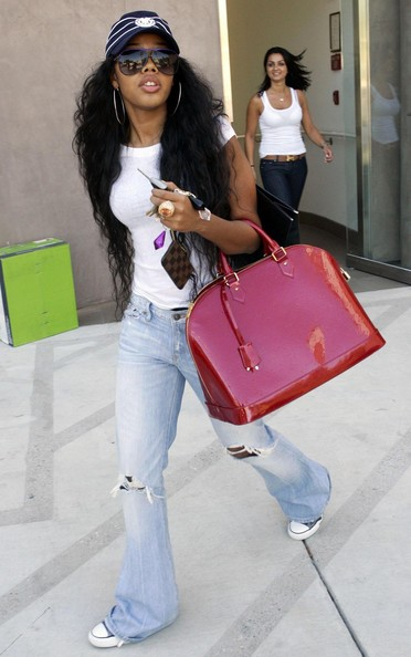 Angela Simmons looked major fly in those sunnies!