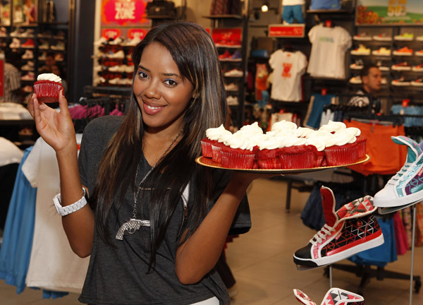 angela-simmons-foot-locker-herald-square-04