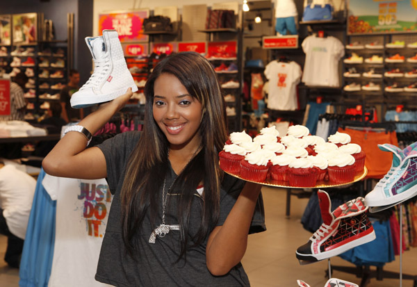angela-simmons-foot-locker-herald-square-11